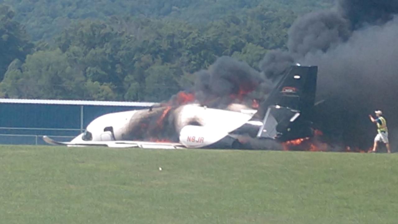 Paura per Dale Earnhardt Jr e la sua famiglia: precipita il loro aereo