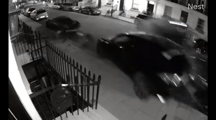 schianto contro auto di lusso parcheggiate a Chelsea