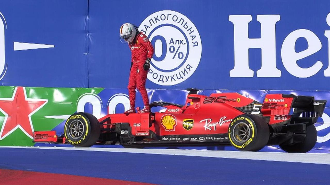Vettel, KO a Soci