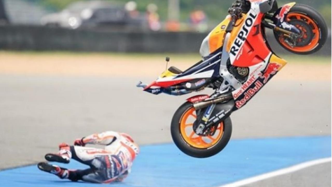 """Paura per Marquez durante le Libere1, resta illeso: """"Forte impatto, è stato fortunato"""""""