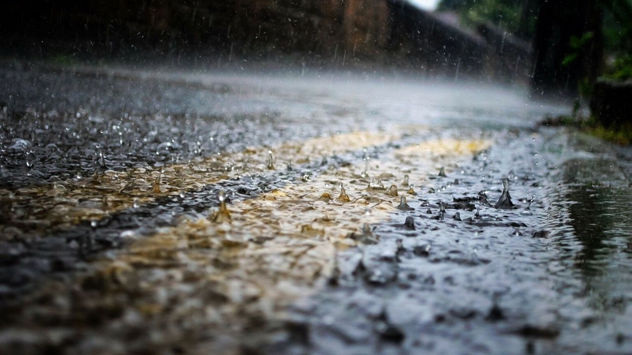 pioggia sulla strada