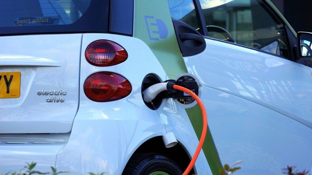 Auto elettriche: scoperta una batteria che si carica in soli