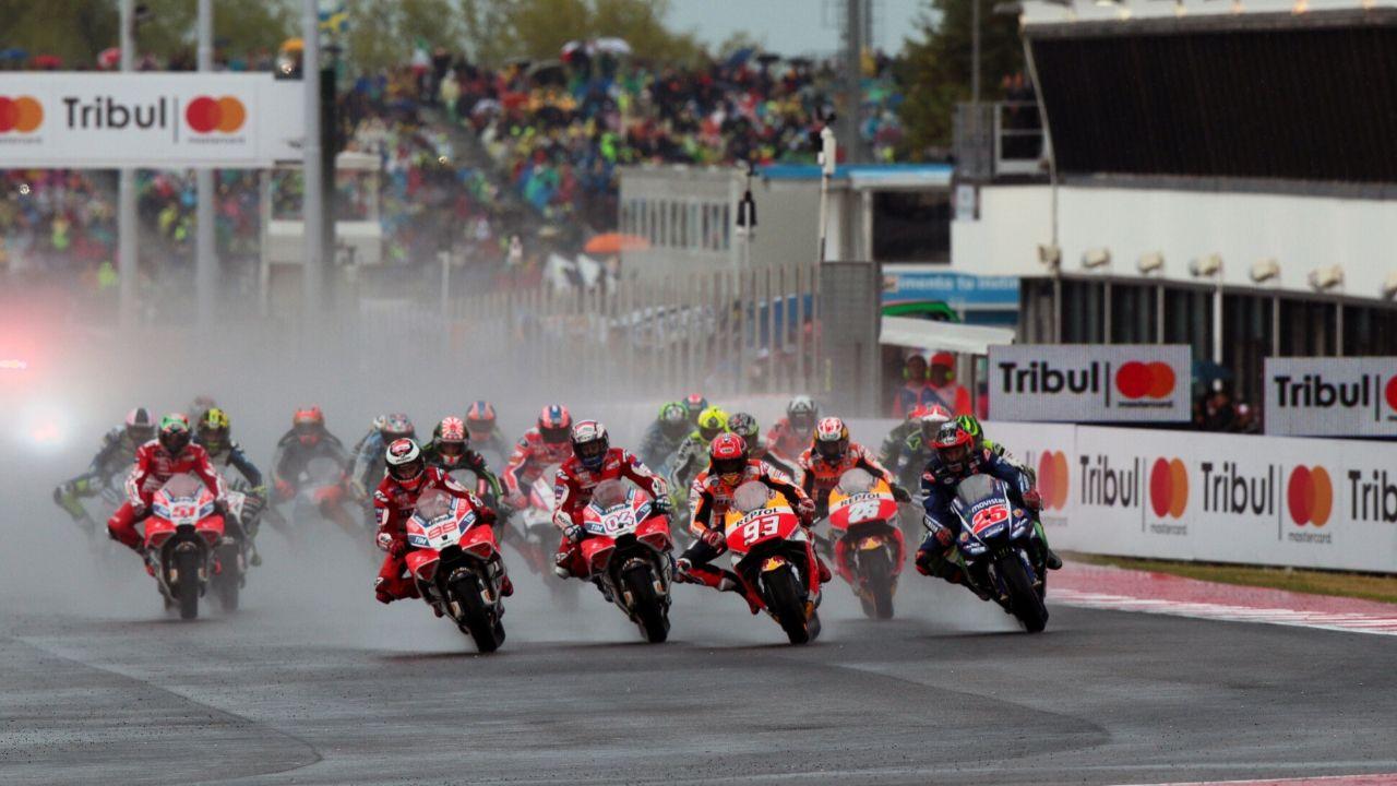 motogp, le moto in partenza sul circuito di misano durante il gp