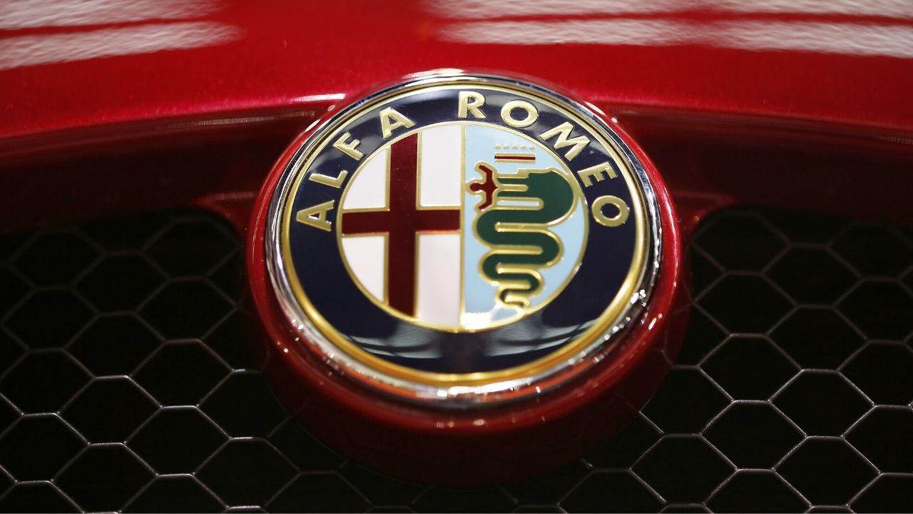 alfa romeo foto del marchio su un auto