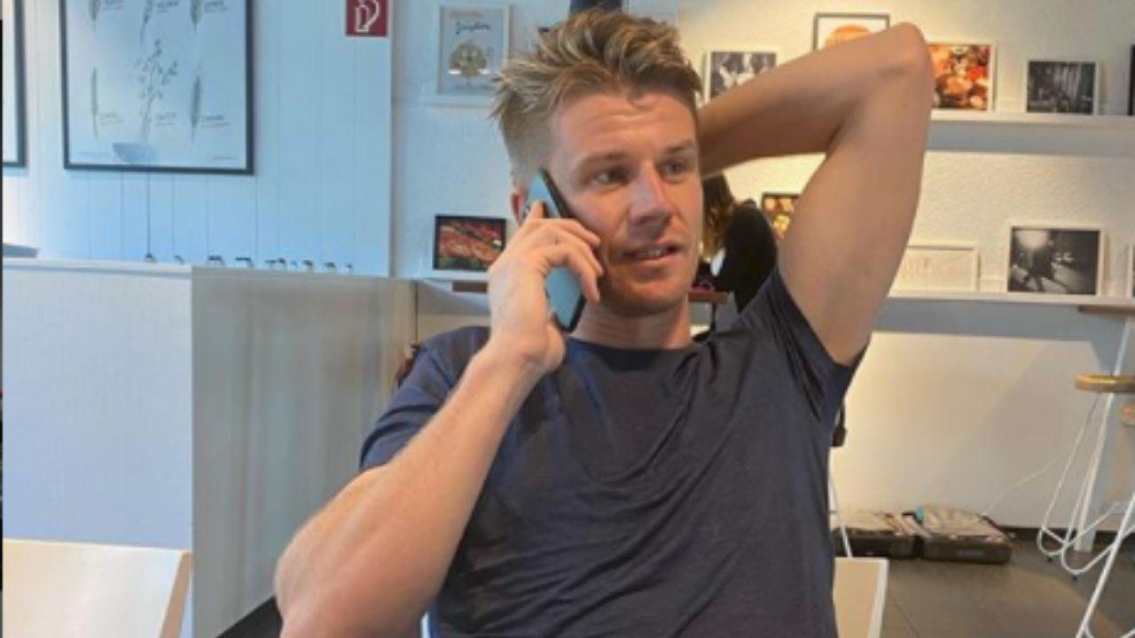 Nico Hulkenberg al telefono