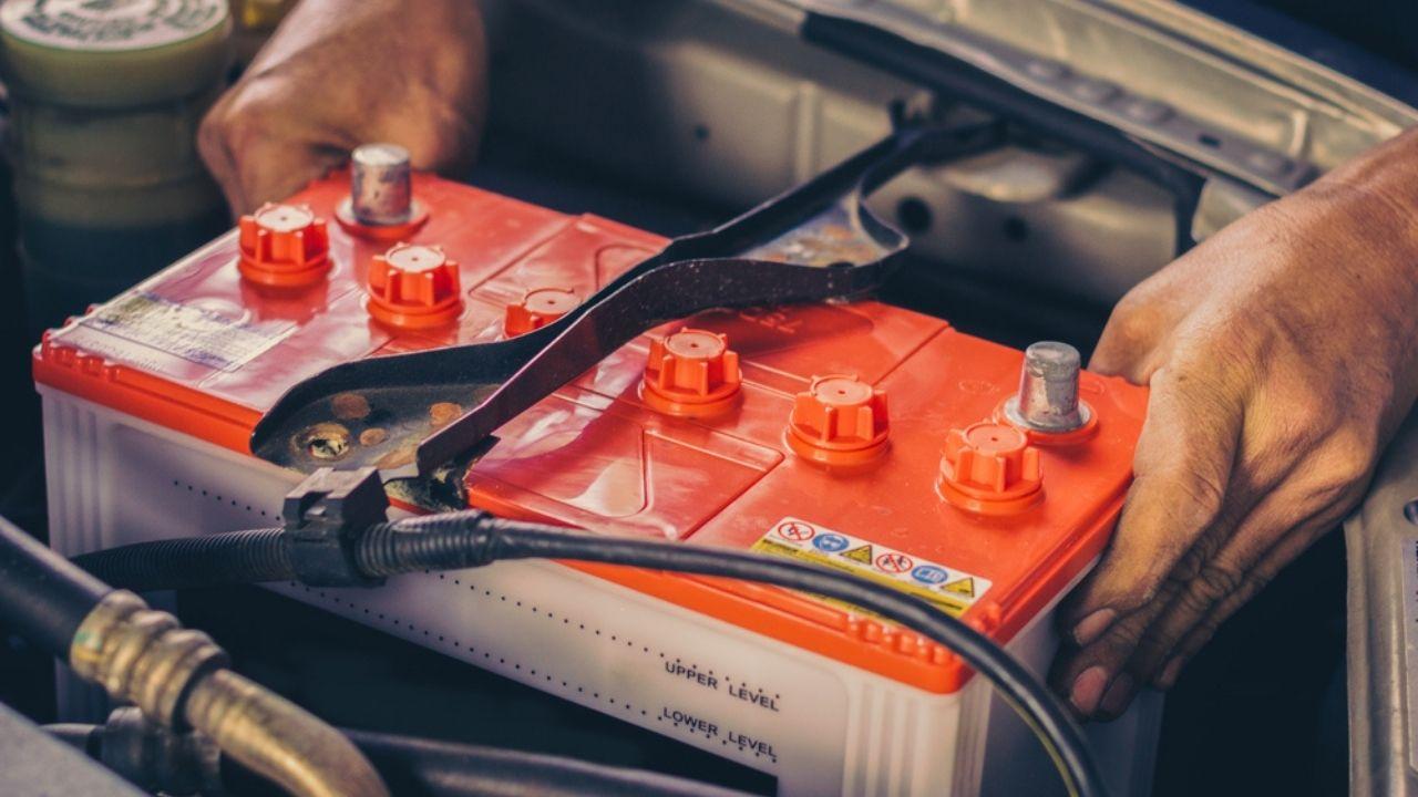 smaltire-batteria-auto